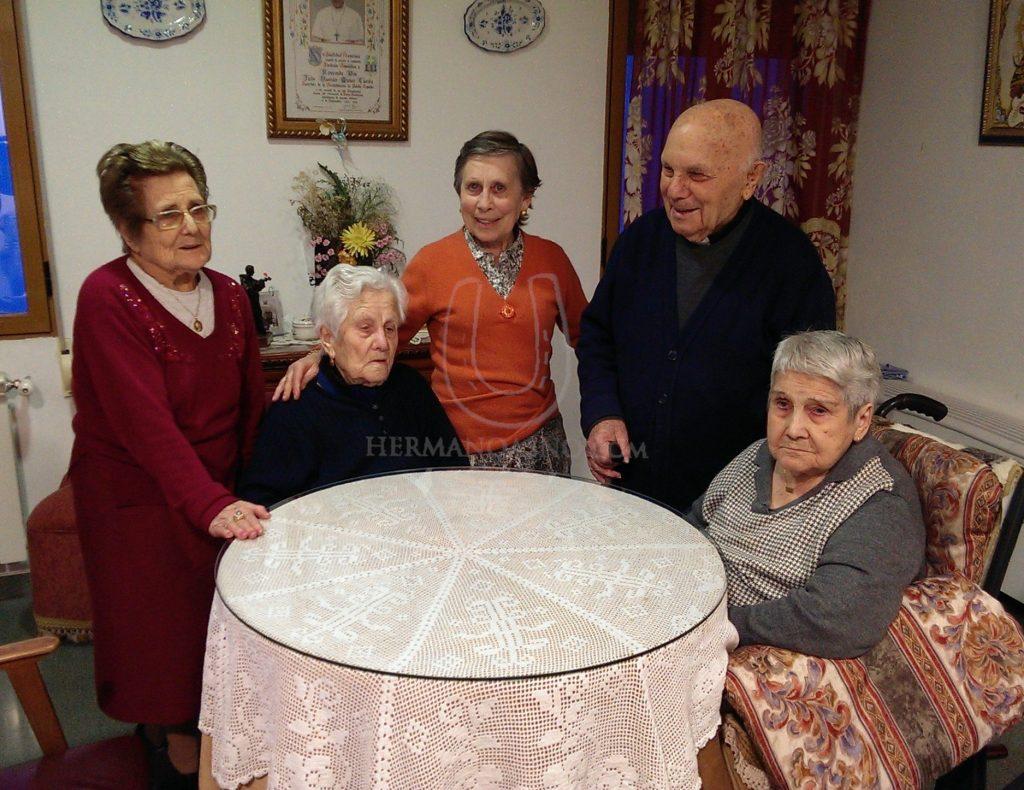 sacerdote Julio Damian Muñoz y su familia